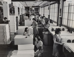 CSTM DEB Pho-368 Hull U/M Fin. Dept. Female Employees Counting the Sheets of Paper, 1950s